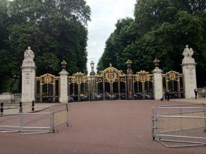 Gate to Buckingham Palace